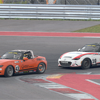 BT Season 1 Race 2 - Brian Lockwood 43 takes over lead from Matt Cresci 59 Lap 4